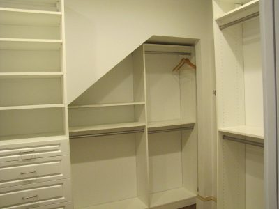 White Walk-In with an Alcove