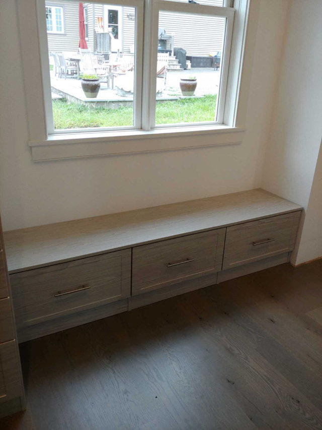 Weekend Getaway Bench With Shaker Drawers