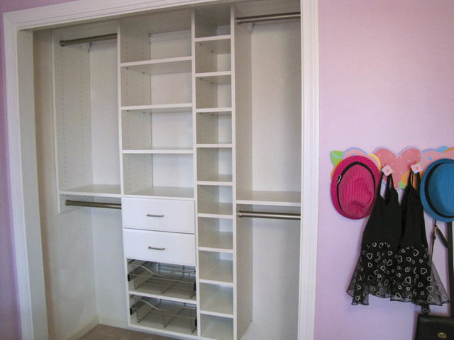 White With Classic Drawers Baskets